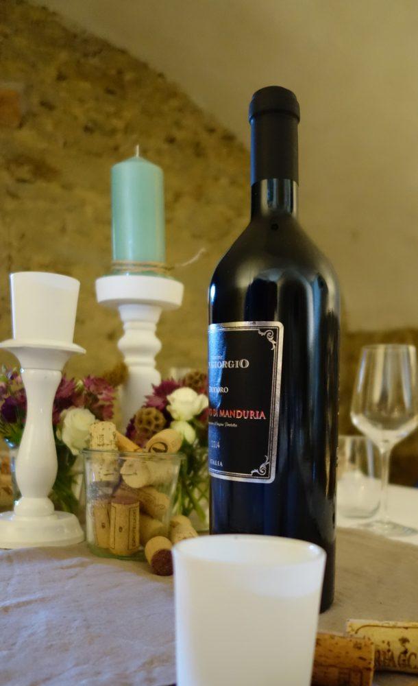 Tischdekoration im Weinkeller