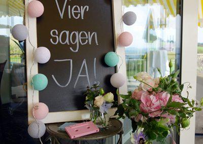 Eingangsdekoration für eine Doppel-Hochzeit