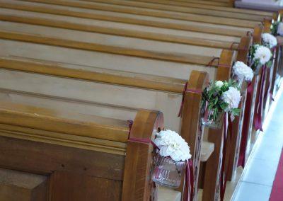 Die Kapelle Gormund in Neudorf wurde mit farblich stimmigem Blumenschmuck dekoriert