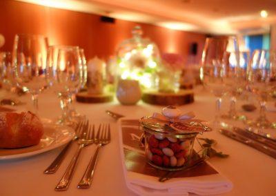 Das rauschende Fest findet im Brauisaal 2 in Hochdorf statt - Zuckermandeln in Weckgläser erfreuen die Gäste und sind farblich abgestimmt
