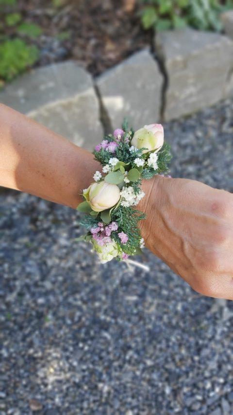 Floraler Schmuck fürs Handgelenk